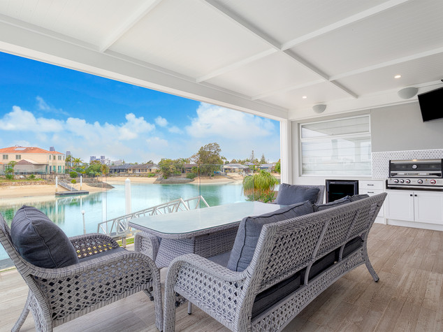 Outdoor 4k LG TV and Monitor Audio Vecta