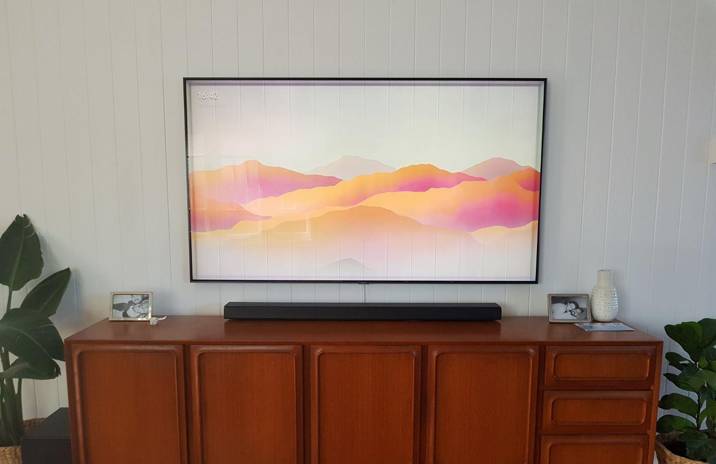Samsung QLED with OneConnect CableCable