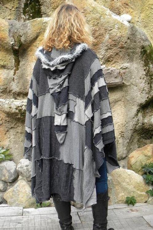 Poncho patchwork long gris à capuche