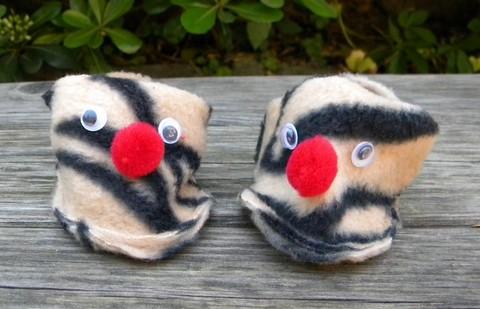 4.chaussons-nourrisson-polaire-zebre-fan