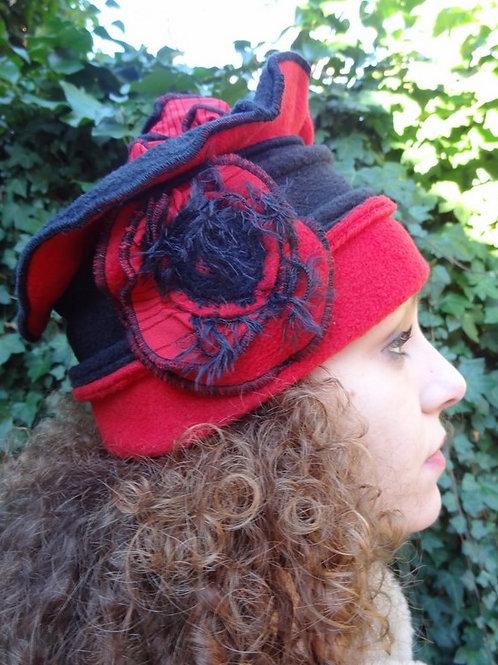 chapeau polaire rouge et noir