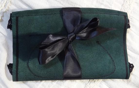 cuir vert et dentelle noire