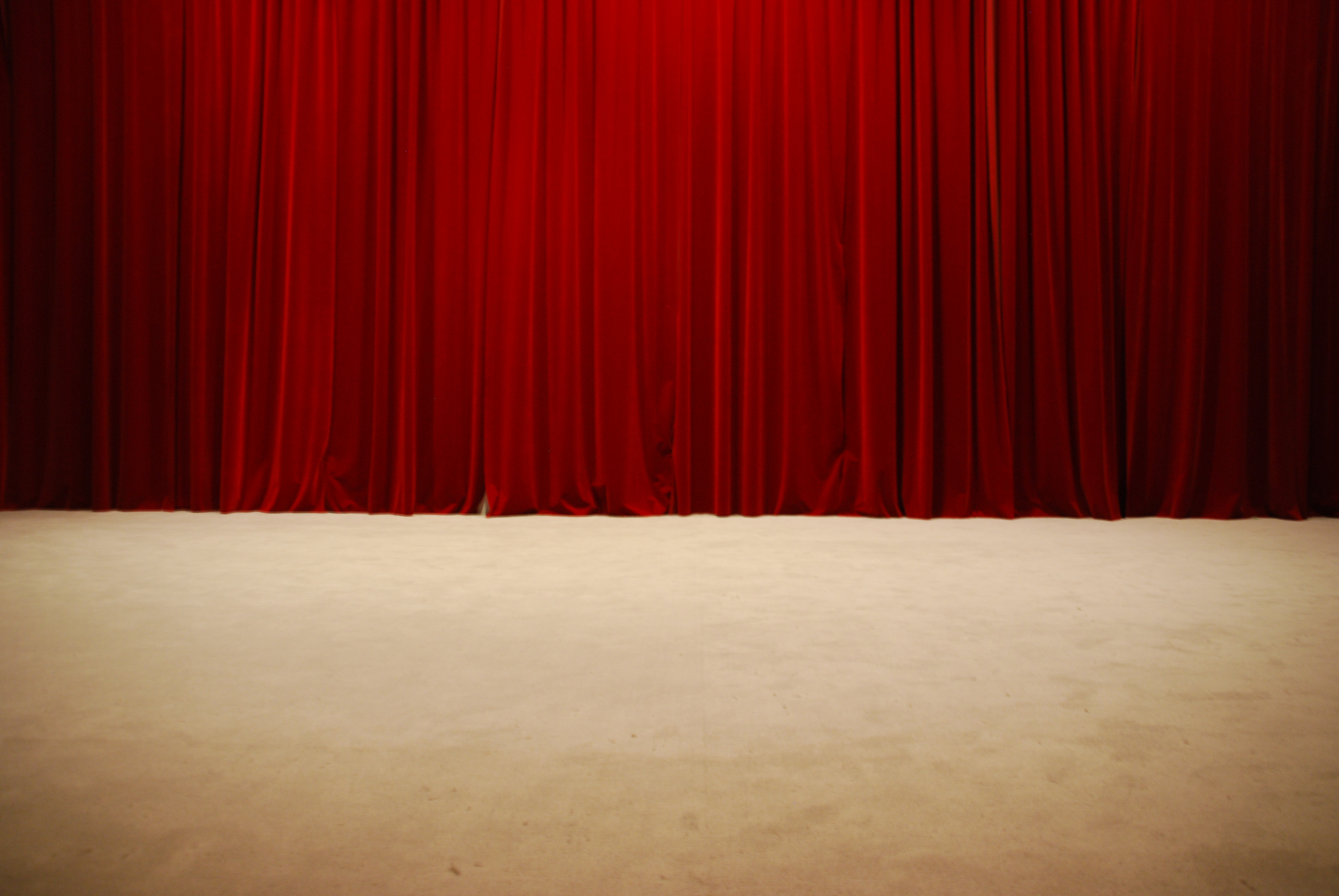 red-draped-theater-stage-curtains_Gyhl9R6_