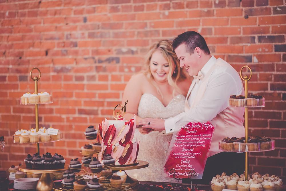 Bride and Groom, Cake Cutting, Kara Evans, Lucas Henrichs, www.karaevansphotographer.com