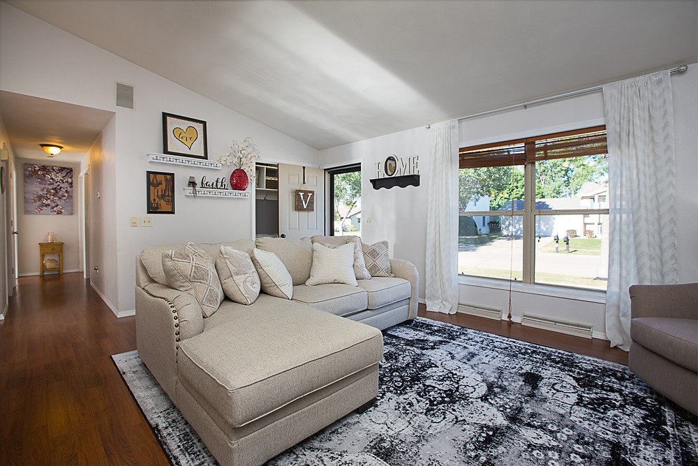 Updated Living Room, How To Get The Most Money When Selling, Vandy Real Estate, Elegant Exposure