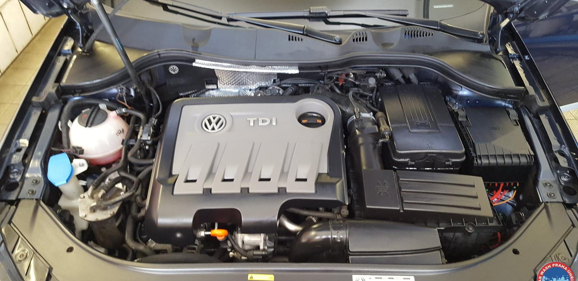 Car Wash - Cisteni motoru (15).jpg