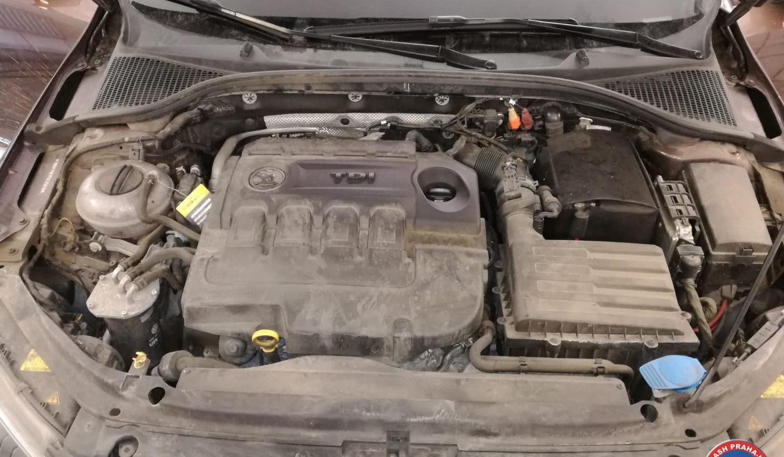 Car Wash - Cisteni motoru (5).jpg