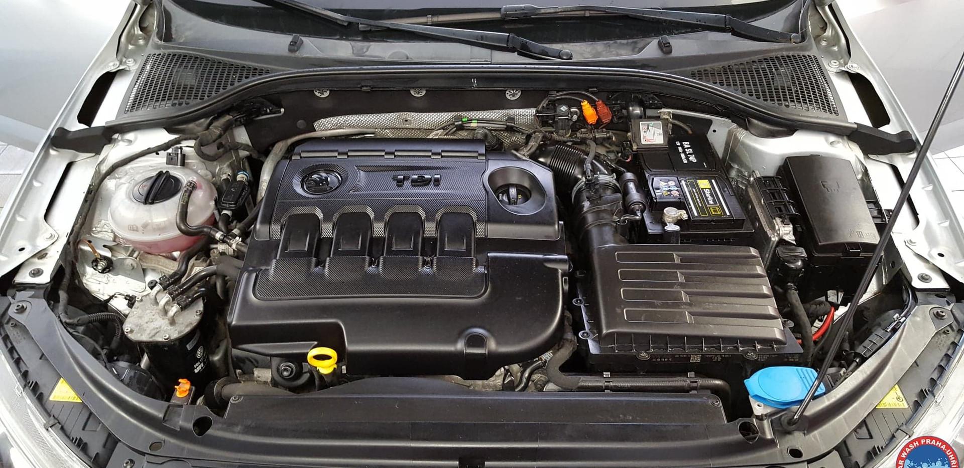 Car Wash - Cisteni motoru (13).jpg
