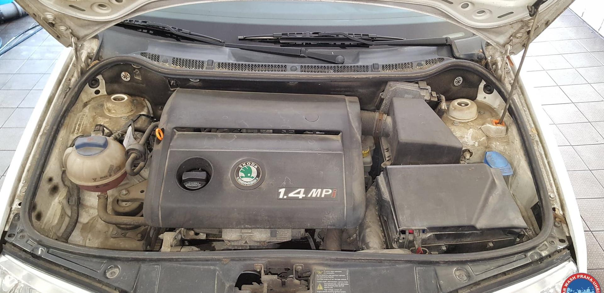 Car Wash - Cisteni motoru (18).jpg