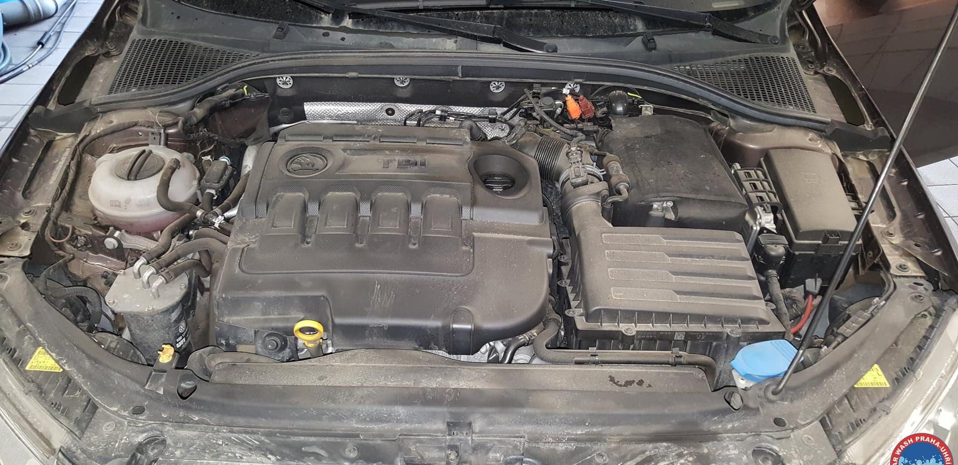 Car Wash - Cisteni motoru (20).jpg