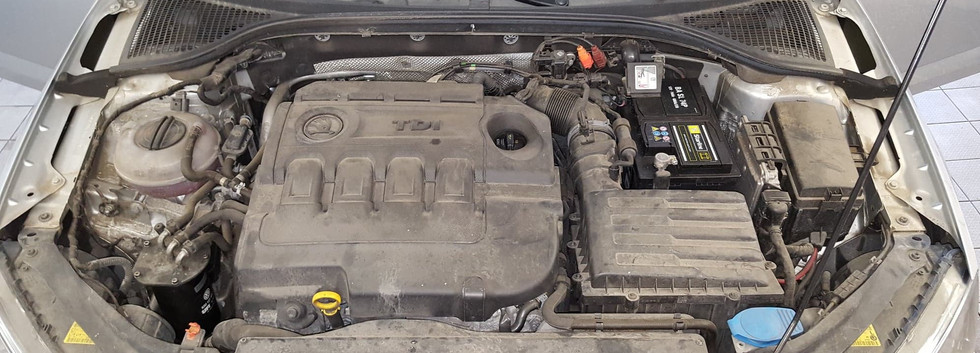 Car Wash - Cisteni motoru (12).jpg