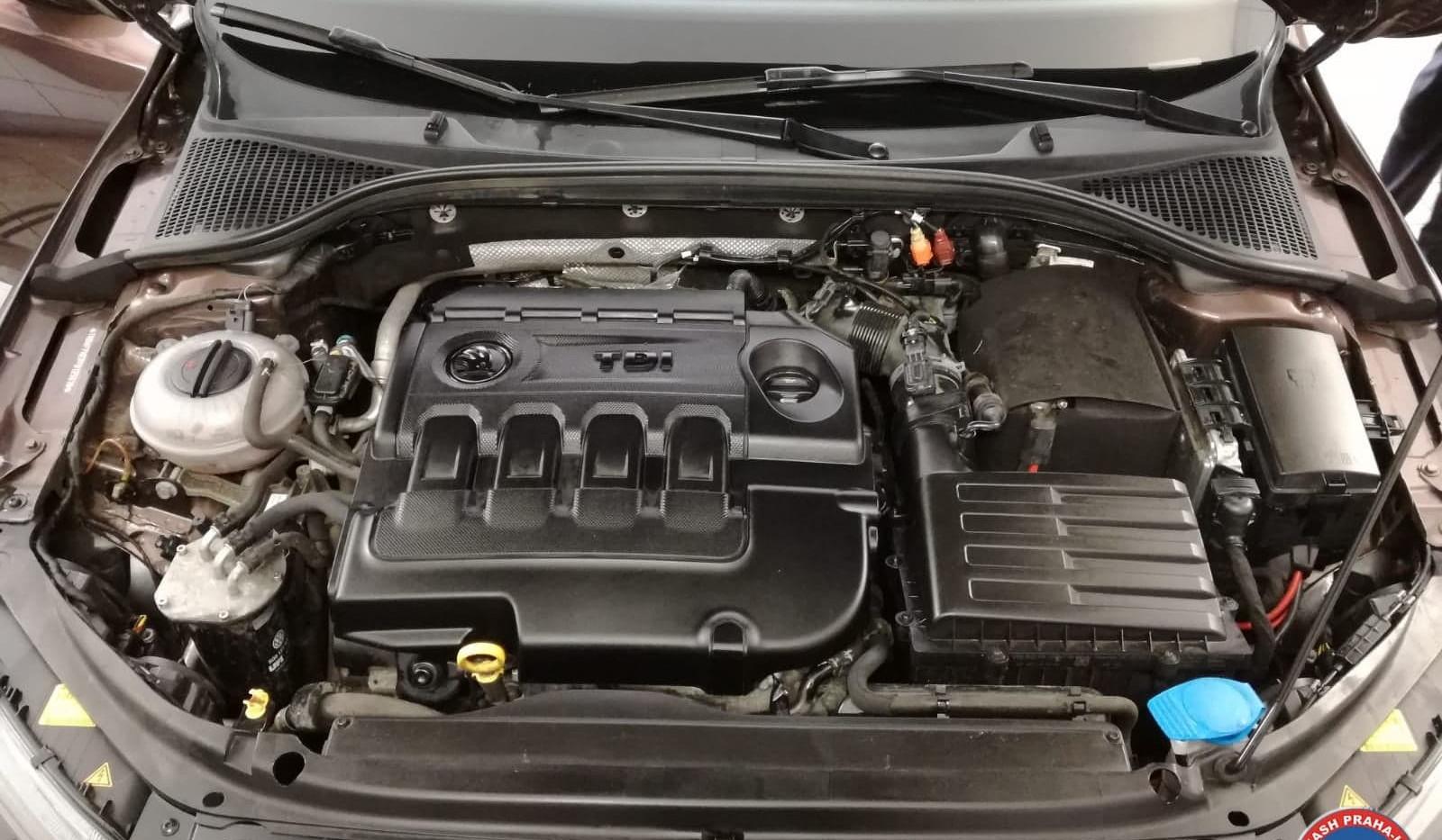 Car Wash - Cisteni motoru (6).jpg