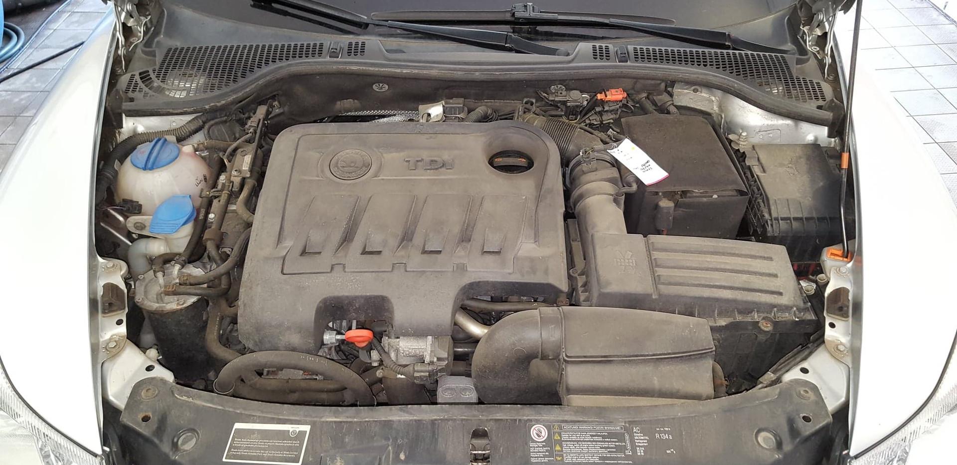 Car Wash - Cisteni motoru (8).jpg