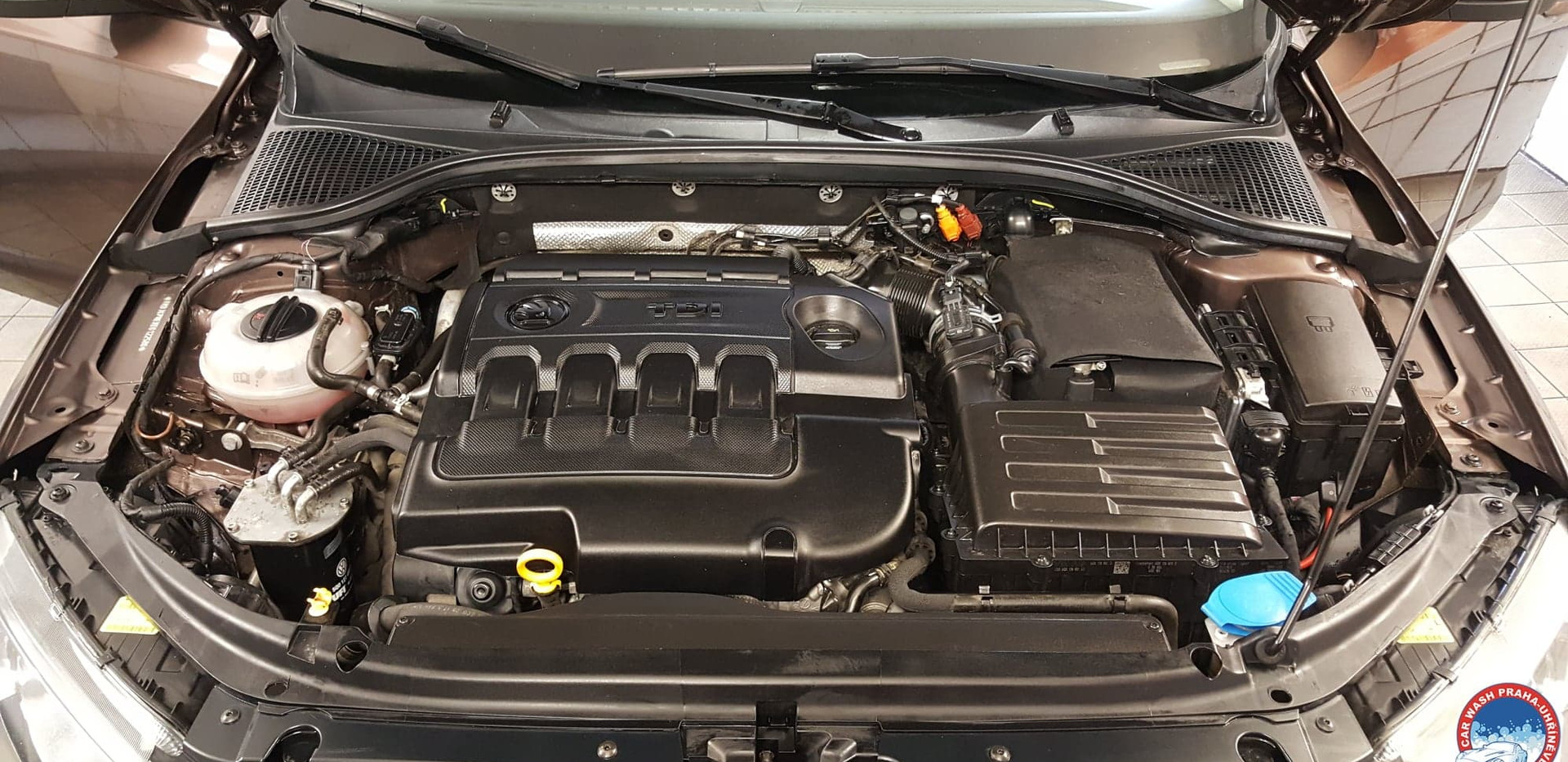 Car Wash - Cisteni motoru (21).jpg