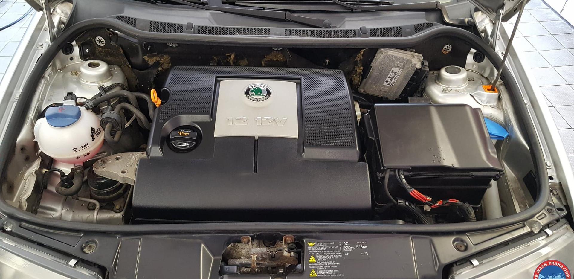 Car Wash - Cisteni motoru (11).jpg