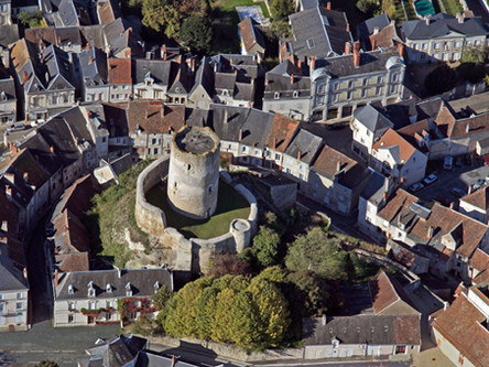 Chatillon-sur-Indre (15 mins)