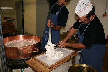 Préparation_nougat_marmite_en_cuivre.jpg
