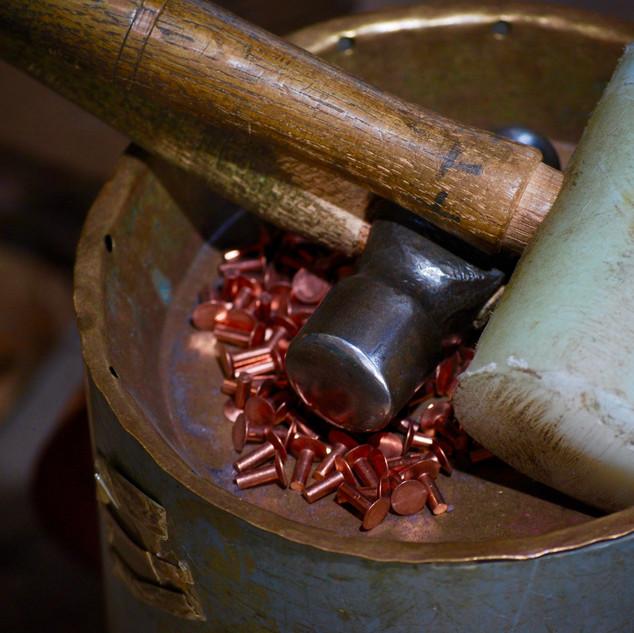marteau et rivets en cuivre.jpg