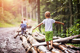 importance-of-nature-walk-for-kids.jpg