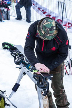 Cross Snowsports coach Si