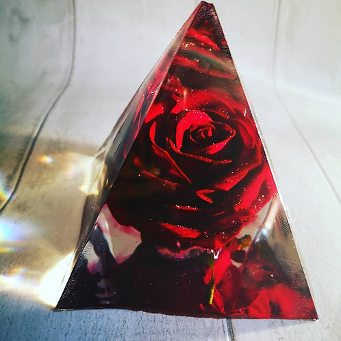 Large pyramid flower preservation in resin