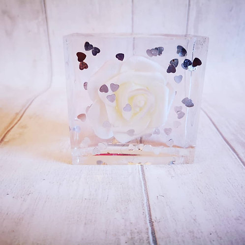 Large cube flower preservation in resin