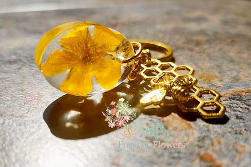Gold bee collection keyring with real buttercup in resin