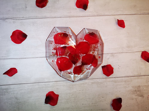 Flowers preserved in resin in  geometric heart