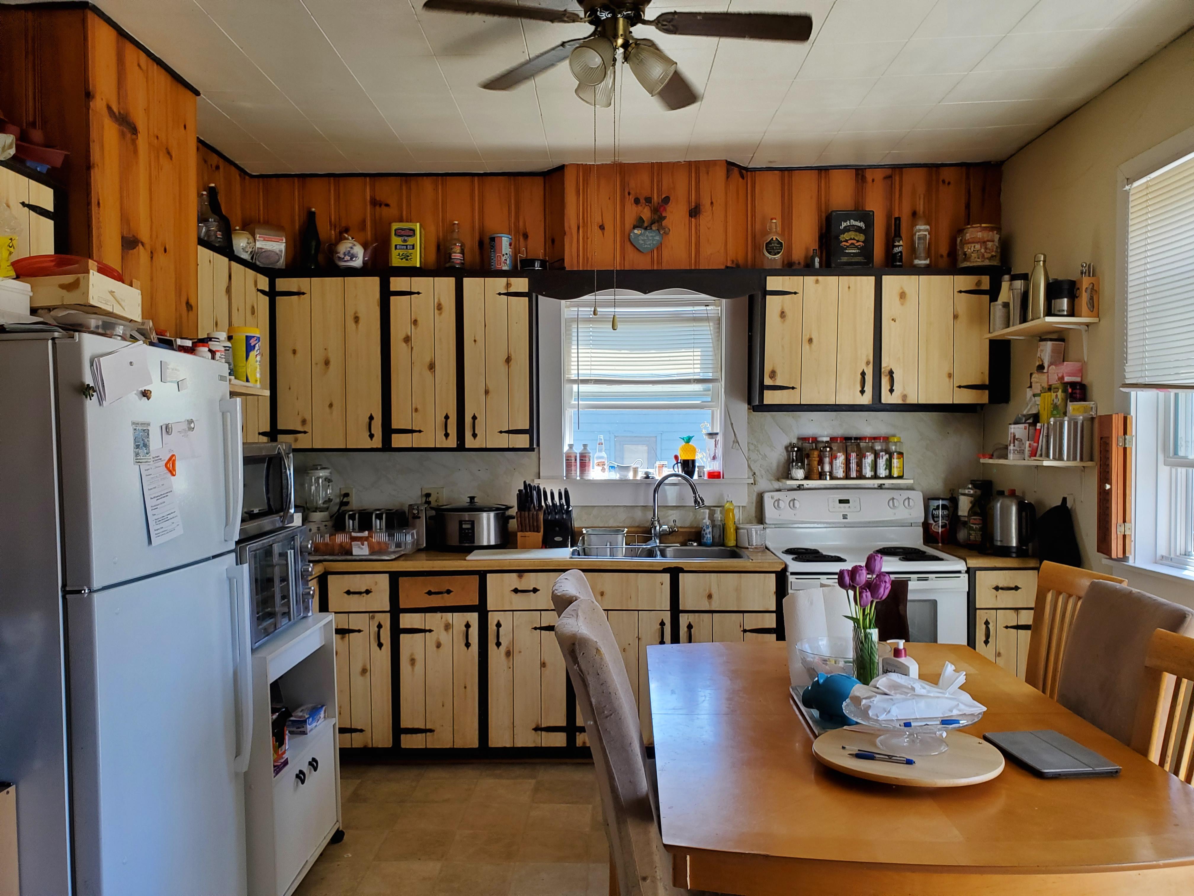Unit 38 eat-in kitchen