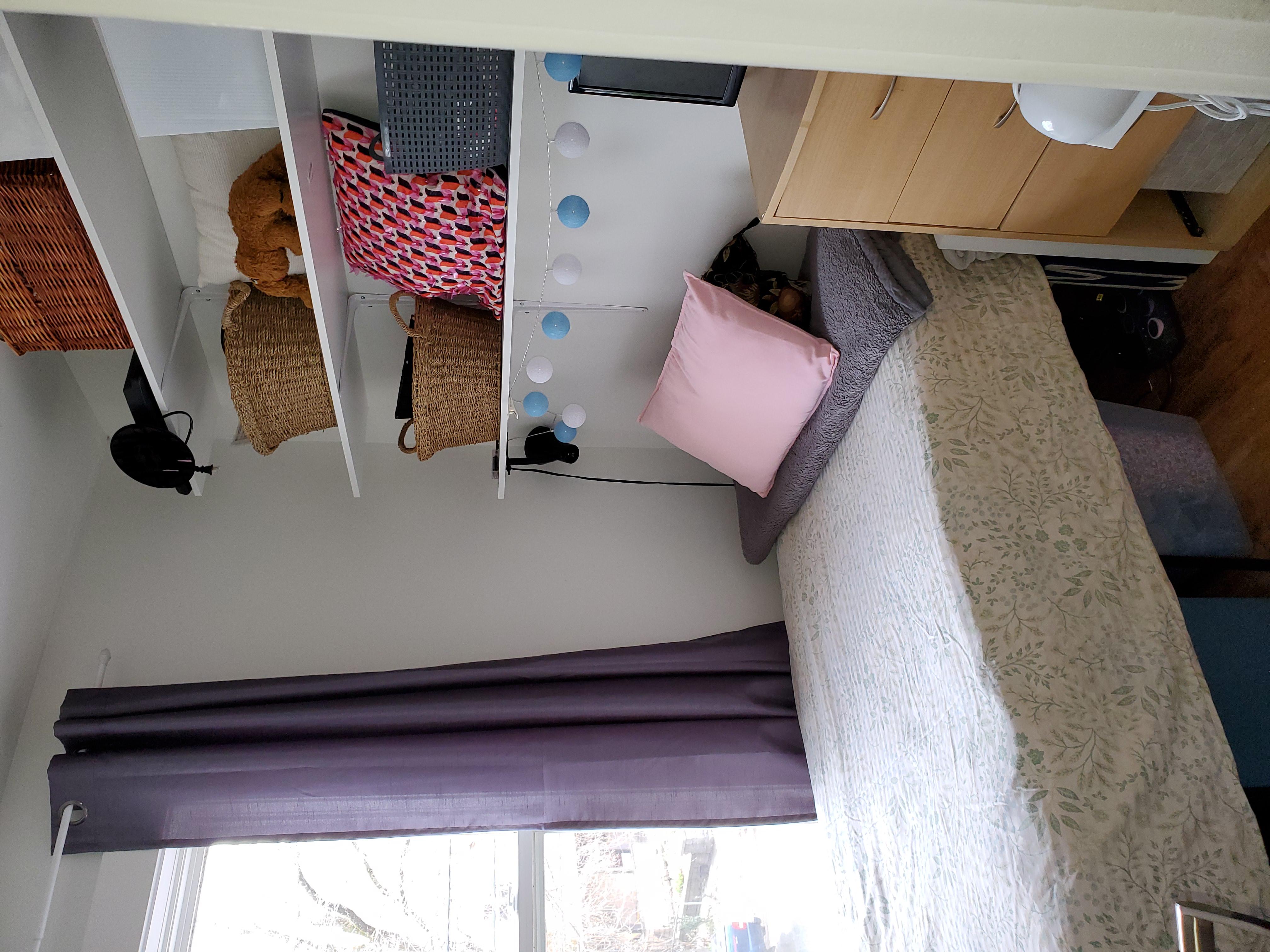 Smaller bedroom or den