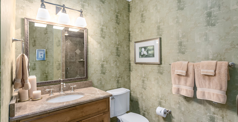 033_Bathroom.jpg