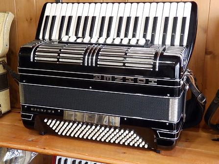 Hohner Morino IVs accordion