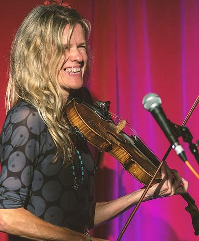 Lisa Rowe, fiddle player and singer in Devon Klezmer Band