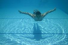 homme-qui-nage-sous-l-eau.jpg