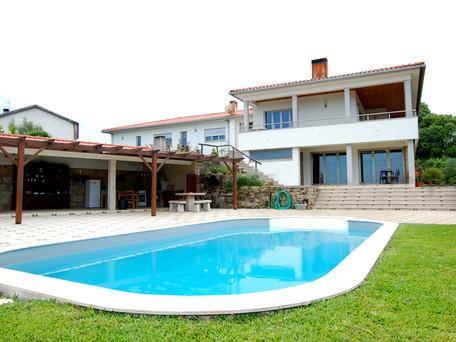 Vivenda T6 com piscina Carapeços - Barcelos