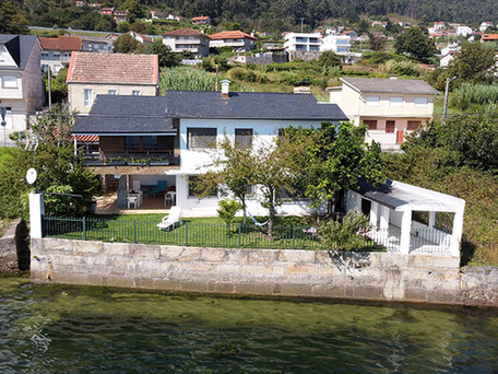 Waterfront Property with Direct Access to the Ria de Vigo