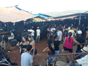 Dia do Trabalhador: festa na barraca do vaqueiro