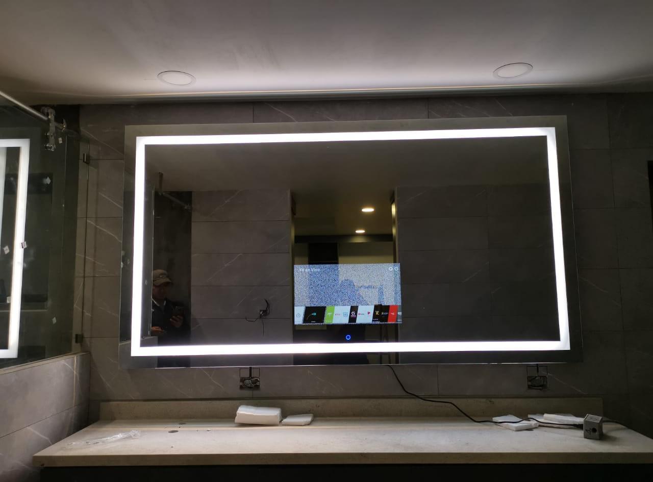 Espejo tv con luz.jpeg