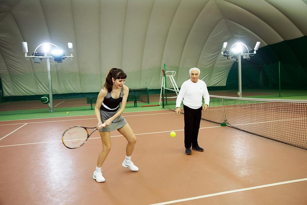 Мария Ефремова и Юрий Айвазян на теннисном корте