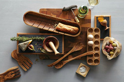 kitchen-accessories-complete-from-wood-made