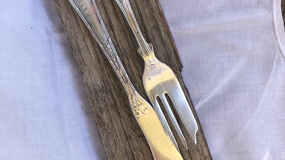 Stamped fork and cheese knife set