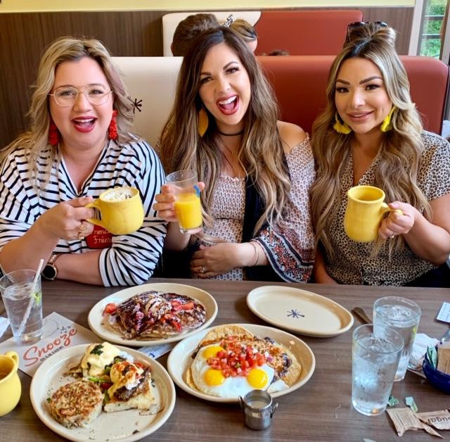 FOOD & ENTERTAINMENT - Snooze An A.M. Eatery Girls Brunch - Local Foodie Review