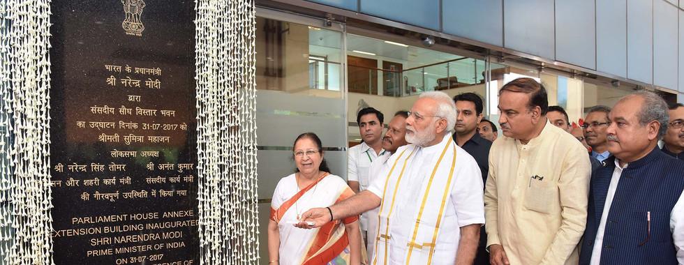 The_Prime_Minister,_Shri_Narendra_Modi_i