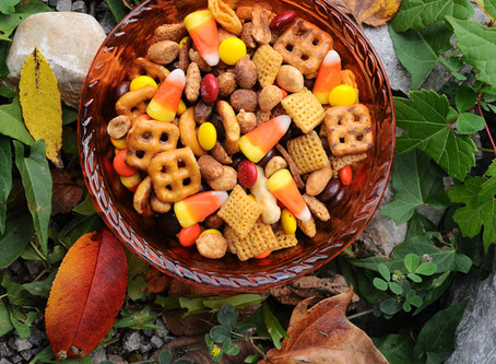 Sweet & Salty Halloween Snack Mix – No Cook, Ready in 2 Minutes