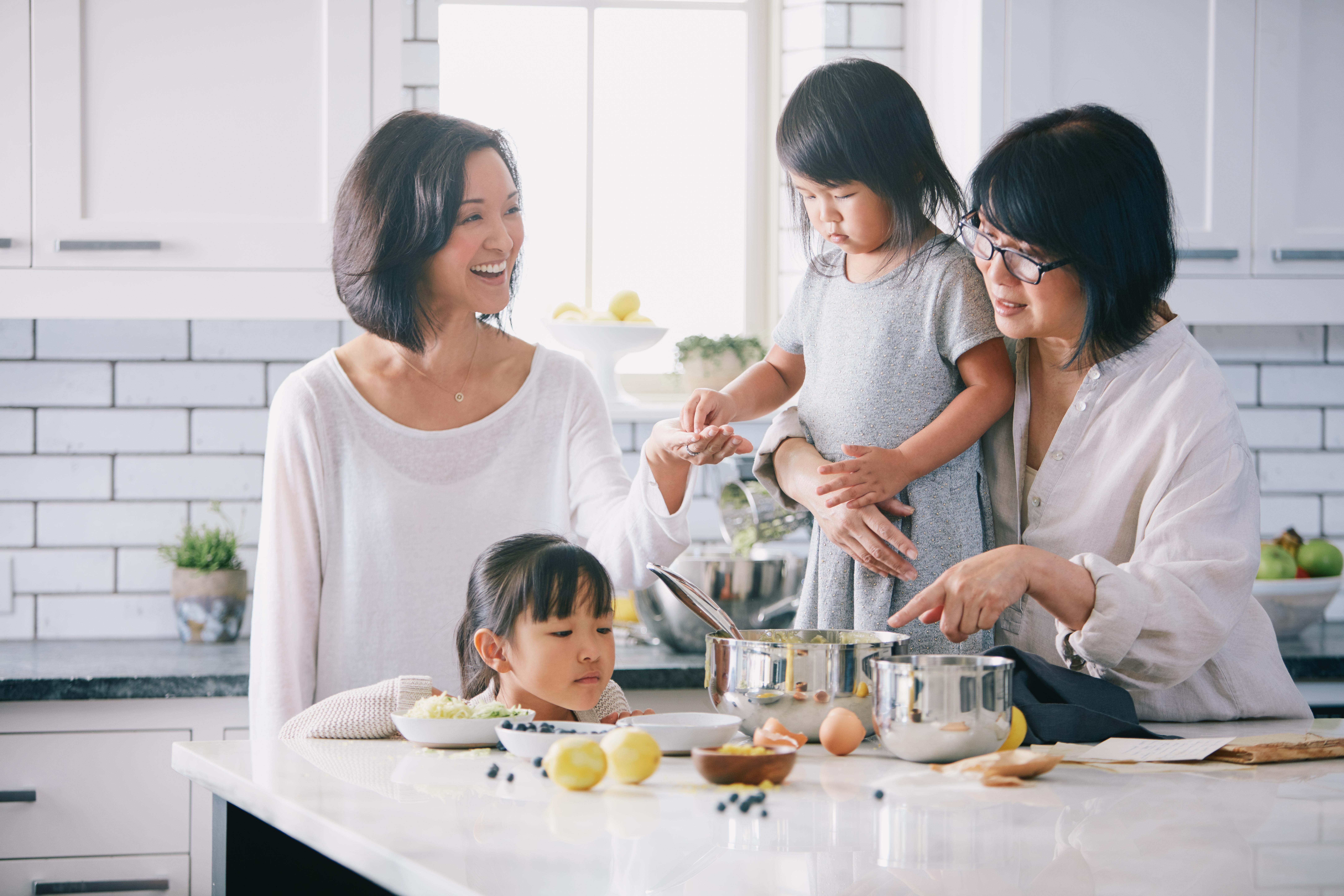 kitchen-family-baking-2