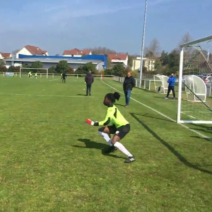 Filles & garçons | 🧤⚽️🤩  #procampsgoalkeeper #goalkeeper #gardiendebut #stage #football #newgenerationfootball #footballiscomingtoyou | #christophelollichon 1972SportsAcademy Agence Sports & Marketing Kipsta Click For Foot USC Paray-Foot