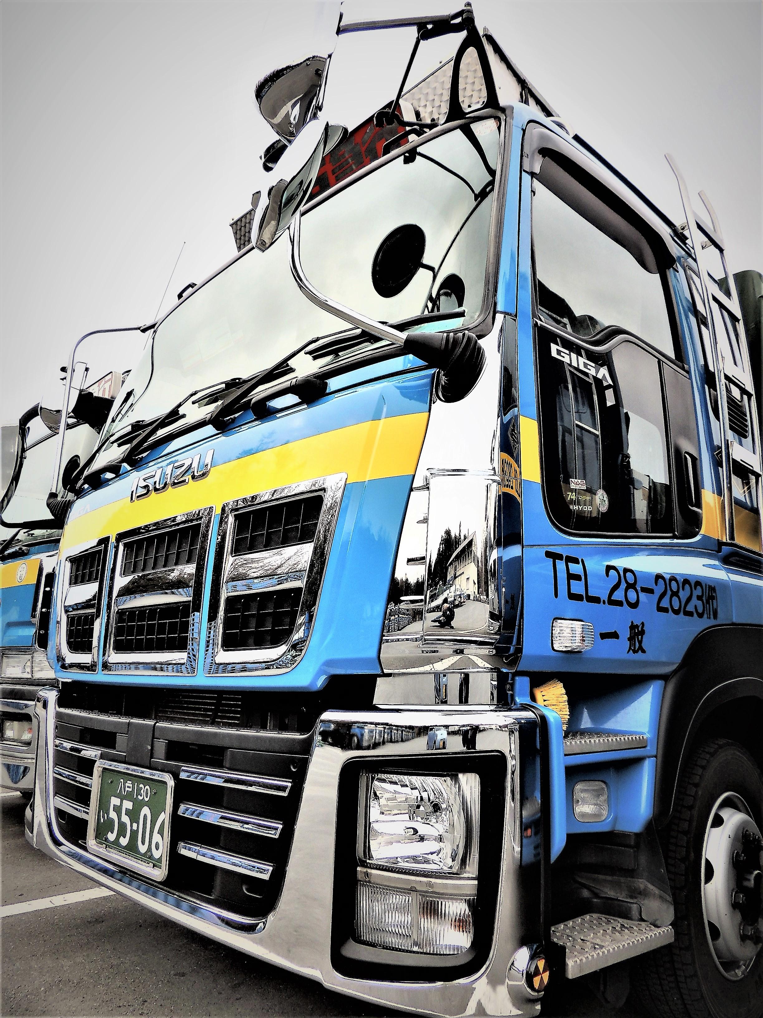 大型トラック(ISUZU)