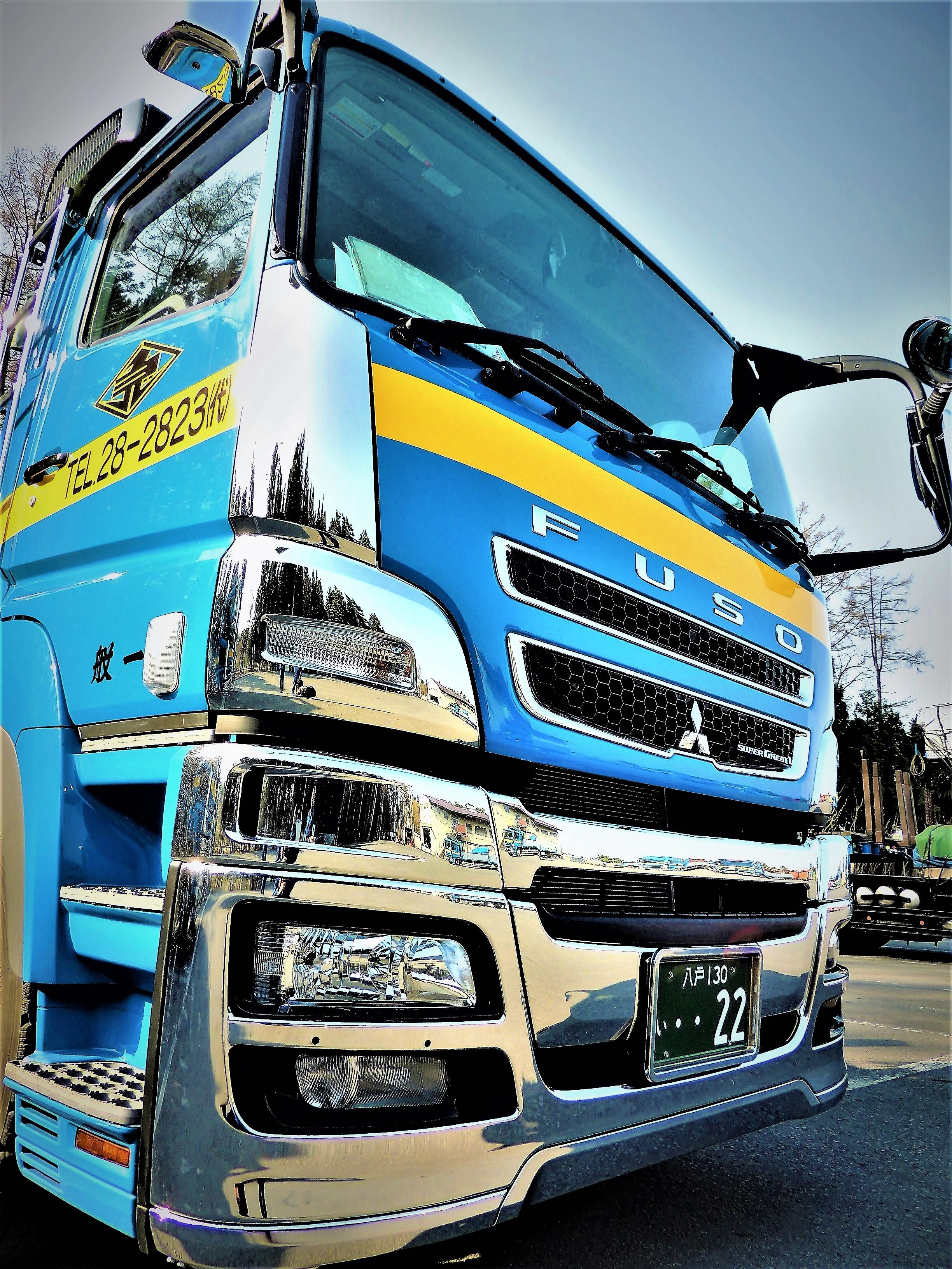 大型トレーラー(三菱FUSO)