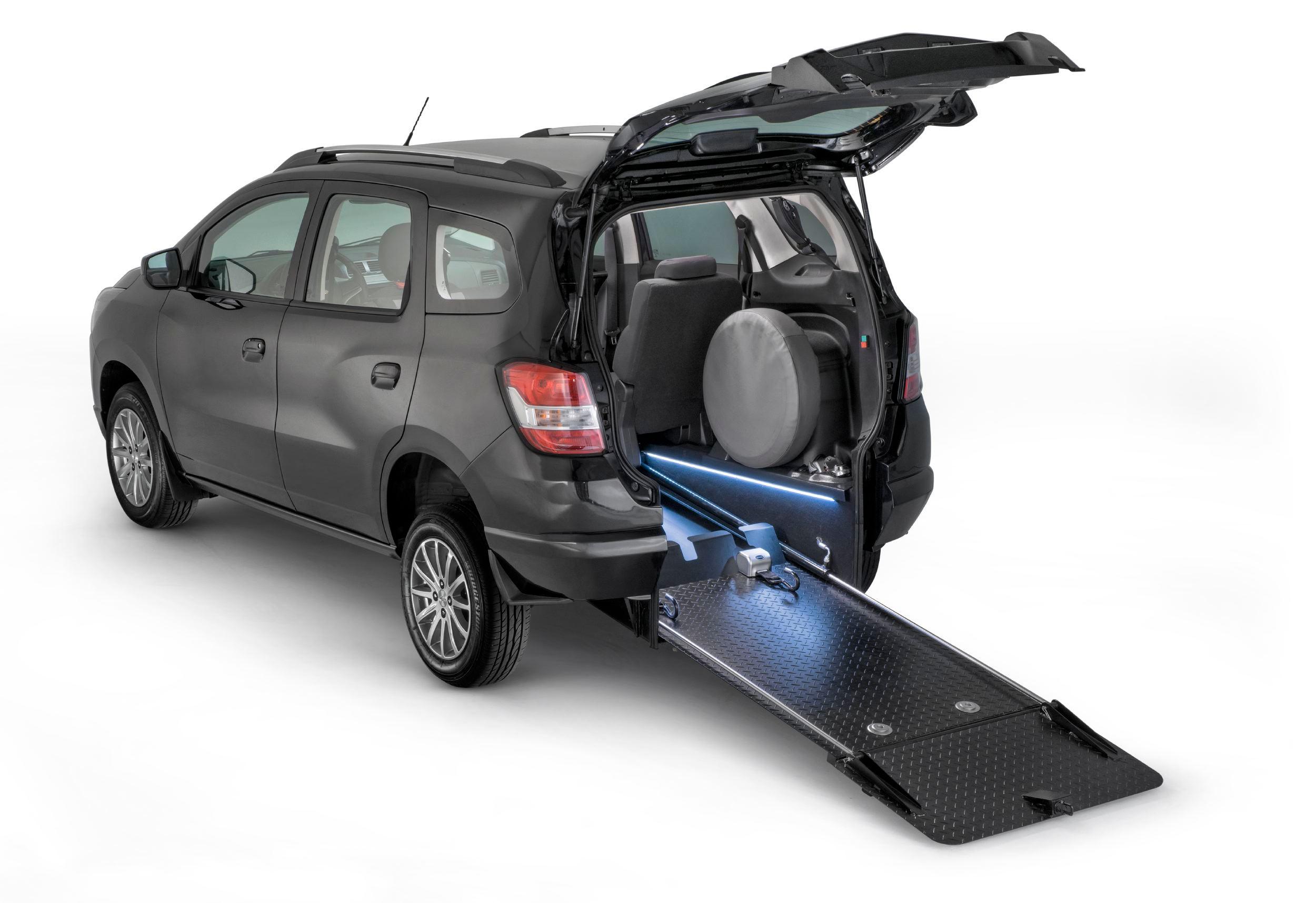 Acessível (cadeira rodas + 2 lugares)