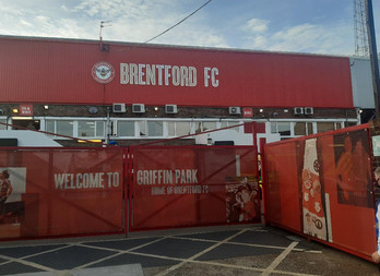Amazing final Griffin Park flourish takes Brentford to Wembley after play-off thriller